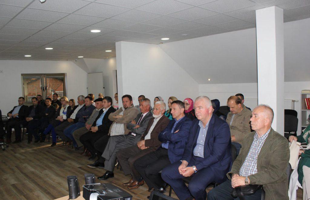 U Gornjem Vakufu promovisana knjiga 'Stotinu i jedno prisjećanje – Tradicija Bošnjaka na području općina Jajce, Jezero i Šipovo'