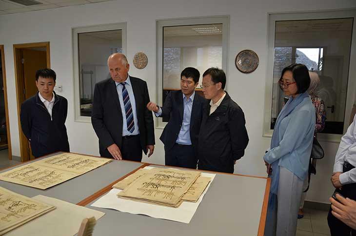 Zamjenik ministara Državne uprave za vjerske poslove NR Kine Zhang Yantong posjetio biblioteku