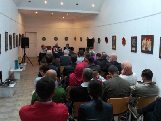 U Pruscu promovirana knjiga 'Stotinu i jedno prisjećanje: tradicija Bošnjaka na području općina Jajca, Jezera i Šipova'